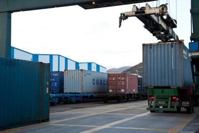 Carga de camión en terminal ferro-portuaria